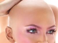 Почему выпадают волосы у женщин? В чём причины?